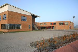 Die Abbildung zeigt den Gebäudekomplex des Gymnasiums Twistringen.